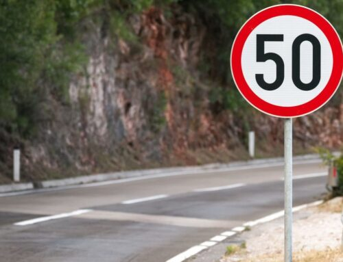 Unión Europea: Se estudia establecer un limitador de velocidad «inteligente» en todos los autos nuevos para que si o si se respeten las señales de tránsito.