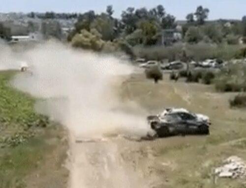 El ganador del rally de Andalucía Nasser Al-Attiyah es sancionado (pero no mucho) por cortar camino y tomar un atajo…, surge la discusión con el segundo clasificado Carlos Sainz.