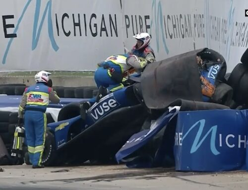 Felix Rosenqvist sufre un accidente durante la carrera 1 de la IndyCar en Detroit.