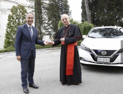 Nissan le regala un Leaf 100% eléctrico al ecológico Papa Franciscoque amplía la cochera de vehículos 0 emisiones del Vaticano.