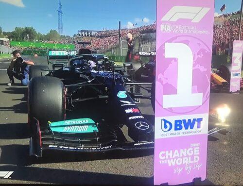 Fórmula 1 en Hungría/ Clasificación: Pole para Hamilton(Mercedes) en discutida actitud, que provocó abucheos por parte del púbico que no gustó del bloqueo a los Red Bull en la Q3.