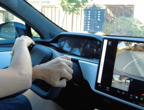 No habrá volante redondo para los nuevos Tesla Model S y Model X, según lo expresó el propio Elon Musk en un tweet…aunque se fotografió con uno convencional en Nürburgring en estos días.