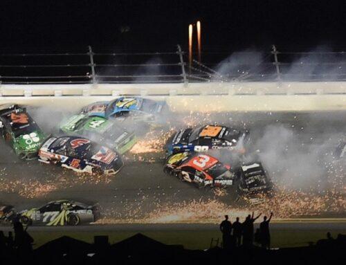 Nascar / Ryan Blaney (Ford Mustang) se lleva la victoria y Larson (Chevrolet Camaro) gana el título de la temporada regular en Daytona.