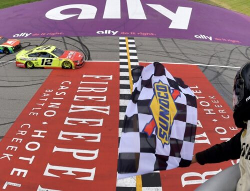 NASCAR / Ryan Blaney con Ford Mustang #12 triunfó ajustadamente en las Firekeepers Casino 400 en el Michigan International Speedway.