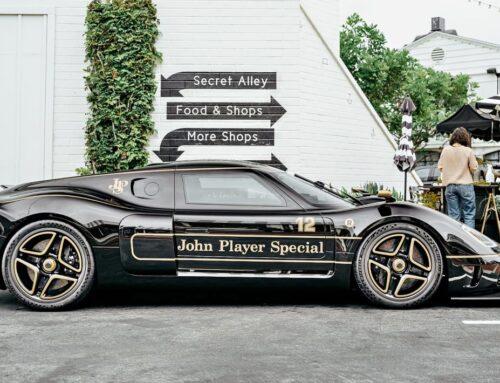 Lotus Type 62/2 fabricado por la histórica y renacida carrocera británica Radford. Fue presentado con una decoración de John Player en la versión más prestacional.