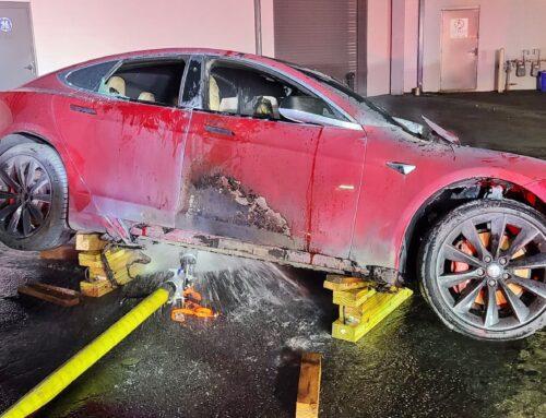 Tesla Model S un caso más…destrucción por un incendio en el taller de servicio en Georgia.