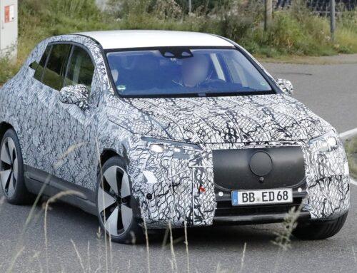 El nuevo SUV Mercedes EQE es visto antes del lanzamiento en el 2022.