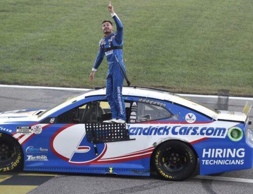 Nascar Hollywood Casino 400 en el Kansas Speedway /Kyle Larson con su Chevrolet Camaro una vez más lució intocable ganando por tercera vez consecutiva.