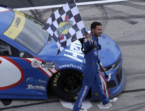 Nascar / Kyle Larson (Chevrolet Camaro) triunfó en Texas y se perfila para ganar el Play Off.